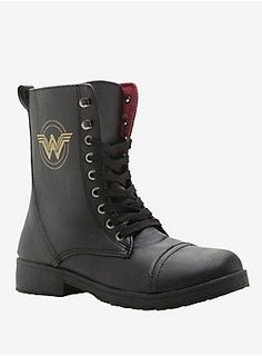 DC Comics Wonder Woman Logo Combat Boots - These are some serious butt kicking boots, and they clearly have Wonder Woman's stamp of approval - Wonder Woman Logo, Wonder Woman Shoes, Wonder Woman Outfit, Wonder Woman Clothes, Gq Style, Hair Style, Vans Old Skool, Dc Comics, Comics Girls
