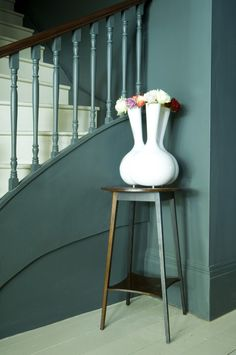 Down Pipe And Slipper Satin Stairs from Farrow & Ball Farrow Ball, Farrow And Ball Paint, Painted Stairs, Painted Floors, Hallway Inspiration, Interior Inspiration, Ikea Inspiration, Colour Inspiration, Blue Hallway