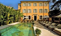 Stay in this manor house hidden in the town. http://www.secretearth.com/accommodations/465-pan-dei-palais