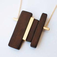 Collana ciondolo in legno legno e oro collana di closeupjewelry