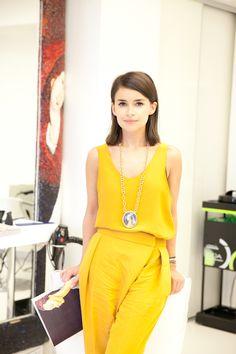 Russian it-girl Miroslava Duma wears yellow from head to toe. Miroslava Duma, Passion For Fashion, Love Fashion, Nail Fashion, London Fashion, Mira Duma, Russian Fashion, Love Her Style, Spring Summer Fashion