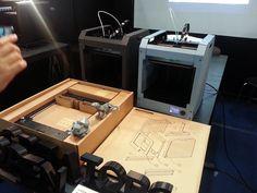 Lors du Inside 3D printing de Séoul, il a été présenté une imprimante 3D open source avec un habillage en carton.