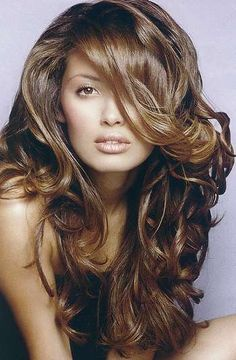 Absolutely Stunning! I want her hair!!