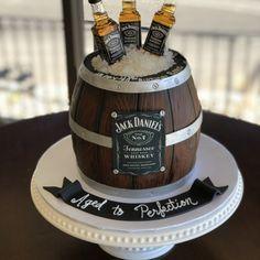 Alcohol Birthday Cake, Alcohol Cake, Birthday Cake For Him, 40th Birthday Cakes, Beer Bottle Cake, Beer Mug Cake, Beer Cakes, Whiskey Barrel Cake, Whiskey Cake