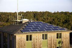 #Zonnepanelen zetten de zonne-energie in elektriciteit. U kunt deze energie gebruiken thuis, op kantoor en andere plaatsen. Dit is niet schadelijk voor het milieu ook. Voor zonnepanelen installatie #Durasun is het beste bedrijf. Bel ons vandaag!