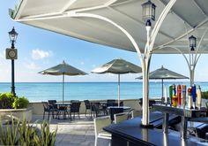 Hawaii Beach Bars - The Beach Bar at the Moana Surfrider, Waikiki Beach, Honolulu