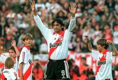 Enzo Fancescoli en su despedida de  River Plate