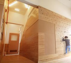 Photograph of bamboo wainscoting with built-in corkboard and peg-wall Peg Wall, Cork Wall, Climbing Wall, Kids Climbing, Indoor Climbing, Inspiration Wall, Wainscoting, School Design, Ground Floor