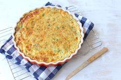 Zin in een lekkere hartige taart zonder bladerdeeg? Maak dan eens deze aardappeltaart met prei en paprika. Super lekker en heel erg simpel om te maken!