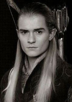 Legolas (Orlando Bloom) Lord of the Rings trilogy Legolas And Thranduil, Tauriel, Fellowship Of The Ring, Lord Of The Rings, O Hobbit, Orlando Bloom, Hair Photo, Middle Earth, Lord