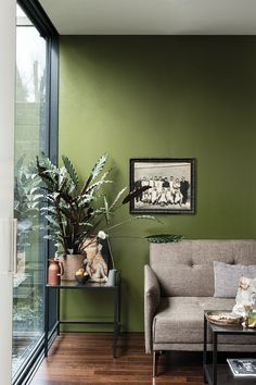 British paint manufacturer Farrow & Ball has expanded its extensive color card with nine new shades. Carefully chosen to balance Farrow & Ball'. Living Room Green, Paint Colors For Living Room, Living Room Decor, Dining Room, Bedroom Colors, Green Paint Colors, Wall Colors, Green Wall Color, Green Room Colors