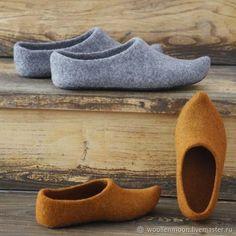 Купить или заказать Тапочки азиатские войлочные в интернет-магазине на Ярмарке Мастеров. Традиционно азиатская форма обуви с загнутым носом. Хорошо держится на ноге за счет высоких задников. Ноги всегда в тепле и сухости. Тапки можно носить как зимой, так и летом. Дома и на даче, в носках и на босу ногу. Войлочные домашние тапочки – лучший выбор для тех, кто хочет обеспечить своим ногам тепло и отдых. Помимо обычной защиты от холода и сквозняков такие тапочки благотворно влияют на здоровье…