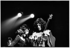 #FreddieMercury and @DrBrianMay live at the Rainbow Theatre, London, 1974 #Queen @QueenWillRock