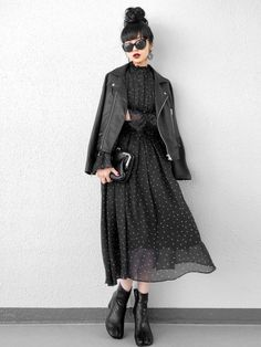 Refined Black Corde 7 selections that do not look dark on the day you want to decide simply - Women's Fashion Mode Outfits, Skirt Outfits, Fall Outfits, Halloween Outfits, Modest Fashion, Hijab Fashion, Fashion Outfits, Womens Fashion, Asian Fashion