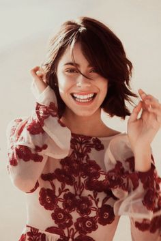 """Welcome to Martina Stoessel News, your source for everything Martina Stoessel! BUY """"TINI"""" ON. Celebrity Singers, Celebrity Couples, Celebrity News, Short Shag Haircuts, Glam Hair, My Princess, Beautiful Celebrities, Pretty Woman, Makeup Looks"""