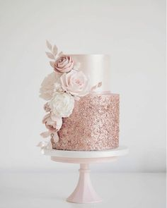 Rose gold sequins and blush flowers today for Sola. Hope you enjoy your party at Coombe Abbey x Rose gold sequins and blush flowers today for Sola. Hope you enjoy your party at Coombe Abbey x Sparkly Wedding Cakes, Bling Wedding, Formal Wedding, Rosegold Wedding Cake, Wedding Cakes With Roses, Trendy Wedding, Elegant Wedding, Wedding Makeup, Blush Pink Wedding Cake