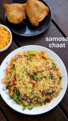 samosa chaat recipe, how to make samosa matar chaat recipe with step by step photo/video. popular street food made by deep fried samosa and chaat chutney's. Veg Recipes, Kitchen Recipes, Indian Food Recipes, Vegetarian Recipes, Cooking Recipes, Vegetarian Breakfast Recipes Indian, Pakistani Food Recipes, Afghan Food Recipes, Yummy Recipes