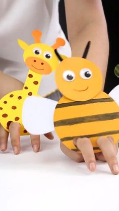 Simple DIY tutorial of honey bee/giraffe paper crafts. Let's get started. Have fun! Bee Crafts For Kids, Animal Crafts For Kids, Easy Diy Crafts, Craft Activities For Kids, Toddler Crafts, Preschool Crafts, Fun Crafts, Art For Kids, Fun Diy