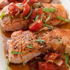 Salmon & Melting Cherry Tomatoes by Ina Garten Salmon Recipes, Fish Recipes, Seafood Recipes, Dinner Recipes, Salmon Food, Recipies, Spinach Recipes, Barefoot Contessa, Food Network Recipes