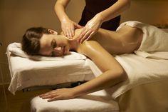 Genießen Sie vielfältige Massagen angefangen von einer klassischen Rücken-Nackenmassage bis hin zu einem Polynesischen Massageritual bietet unser Team aus dem Beauty - und Spa Bereich alles was das Herz begehrt.