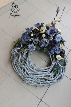 Srebrna szarość na szarym pierścieniu   Fragaria Diy Wreath, Grapevine Wreath, Topiary, Grape Vines, Funeral, Hanukkah, Christmas Wreaths, Diys, Vence