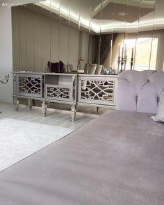 Salon, Asma tavan, Bronz mobilya, Aynalı mobilya, Gri, Halı, Beyaz halı