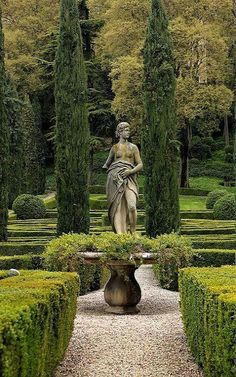 What a stately beautiful garden! Susan