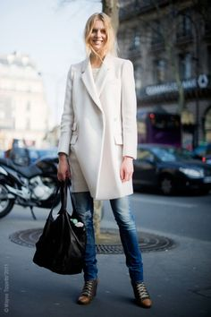 gorgeous coat & skinny jeans...