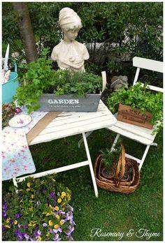 50 Stunning Cottage Style Garden Ideas to Create the Perfect Getaway Spot Herb Garden, Garden Pots, Big Garden, Beautiful Gardens, Beautiful Flowers, Cottage Garden Design, Cottage Gardens, Starting Seeds Indoors, The Perfect Getaway