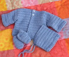 Simple Baby Set :: Free Crochet Cardigan Patterns for Baby Boys! Roundup on Moogly