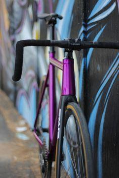 Bristol n' Brooklyn - bikesandgirlsandmacsandstuff: (via Lockedcog.com...