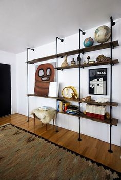Wohnzimmerregal oder Bücherregal aus zum selbst bauen aus Rohren
