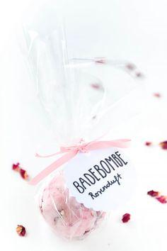 Badebomben einfach selbst gemacht - mit Rosenduft