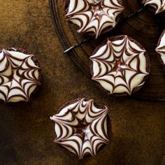 Spider Web Brownie Bites A 20 minute Halloween dessert you can easily pull off! Halloween Treats To Make, Easy Halloween Food, Halloween Baking, Halloween Desserts, Holidays Halloween, Halloween Decorations, Halloween Party, Spooky Treats, Halloween Goodies
