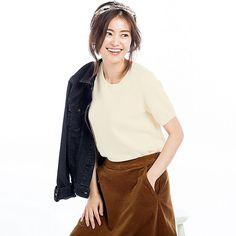 https://www.uniqlo.com/us/en/women-cashmere-crew-neck-sweater-online-exclusive-401774.html?dwvar_401774_color=COL01&cgid=women-sweaters-100-cashmere-sweaters#utm_medium=email&utm_campaign=20170926-CashmereEC_M&bxid=5348963&recipientID=5348963&broadlogID=237554669&utm_source=NL-Ad-Hoc&start=3&cgid=women-sweaters-100-cashmere-sweaters