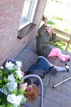 DIY front garden project 'Lowlanders - Laaglanders' 2013 #Environmental Art Project www.denkbeelden.com Concept: Yvette van der Does & Dieuwertje Daams 2013
