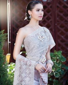 I couldn't find a gif for her but she's a definite Miss Thailand Thai Wedding Dress, Khmer Wedding, Laos Wedding, Cambodian Wedding, Traditional Thai Clothing, Traditional Outfits, Thailand Fashion, Thai Fashion, Oriental Dress