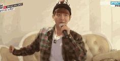 #wattpad #de-todo ¿Alguna vez quisiste saber cómo reaccionaría Xiumin si te encontrara comiendo su comida? ¿O cómo reaccionaría Chanyeol si te ve durmiendo junto a un cachorrito? Acá todas las reacciones de los chicos. Desde Baekhyun gritando, hasta Suho actuando como suegra enfadada.  Exo reacciona: Viendo un insec...