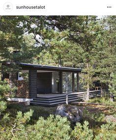 Finsk husleverantör: Sunhouse Villa, Forest Design, Beach Road, Modern Cottage, Tiny House Living, Cottage Homes, House Plans, Exterior, House Design