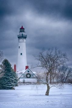Windpoint Lighthouse -Rod Stent [Wind Point Lighthouse is a lighthouse located at the north end of Racine Harbor in the U. state of Wisconsin. It is in the village of Wind Point, Wisconsin, on Lighthouse Road, next to the Shoop Park golf course. Lighthouse Lighting, Lighthouse Art, Beautiful Places, Beautiful Pictures, Wonderful Places, Lighthouse Pictures, Beacon Of Light, Am Meer, Winter Scenes