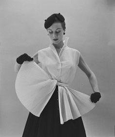 Gigi Terwalgne in Hubert de Givenchy Ensemble, 1952