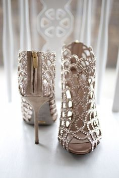 Friday's eye-candy- gorgeous bridal shoes to swoon over! For more dreaminess, be sure to browse through a curated collection of pinned wedding shoes here and here. Suede and Swarovski crystal mermaid ankle boots by Sergio Rossi via Style Me Pretty (Lovers Lane Photography) Christian Louboutin shoes with pretty lace detailing via Style Me Pretty (Lindsey Hahn Photography) Studded Valentino heels via …
