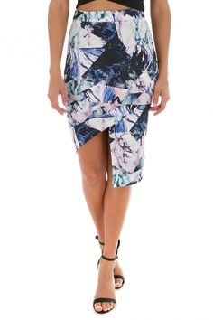 Our favourite midi is back in a new and fresh print to brighten up your wardrobe
