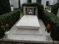 Vittorio De Sica Marcello Mastroianni, Sidewalk, Famous Graves, Summer Time, Celebs, Glamour, Side Walkway, Walkway, Walkways