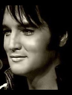 Check out production photos, hot pictures, movie images of Elvis Presley and more from Rotten Tomatoes' celebrity gallery! Rock And Roll, Gorgeous Men, Beautiful People, Elvis Und Priscilla, Elvis Presley Pictures, We Will Rock You, Lisa Marie Presley, Thats The Way, Graceland