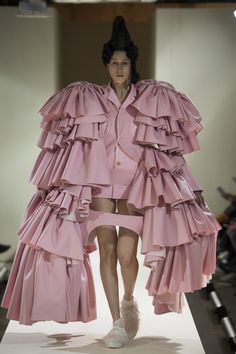Comme des Garçons Fall 2016 Ready-to-Wear Fashion Show  http://www.theclosetfeminist.ca/  http://www.vogue.com/fashion-shows/fall-2016-ready-to-wear/comme-des-garcons/slideshow/collection#17