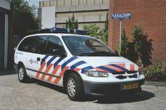 Chrysler Voyager Regiopolitie Hollands Midden politievoertuigen.nl Police Vehicles, Emergency Vehicles, Police Cars, Chrysler Voyager, Cops, Fiat, Cars And Motorcycles, Dodge, Dutch
