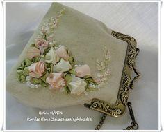Esküvőre menyasszony táska szalaghímzéssel,