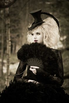 #Gothic, Steampunk & FEATHERS??? How can you not love this???