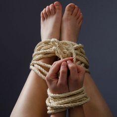 Avoir les pieds et poings liés